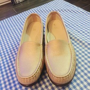 Beautiful authentic sas loafers.gold tone.81/2M